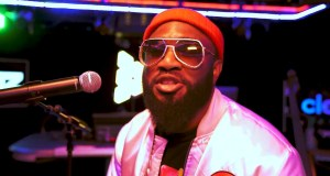 Praiz – Under The Sky (Live Performance)