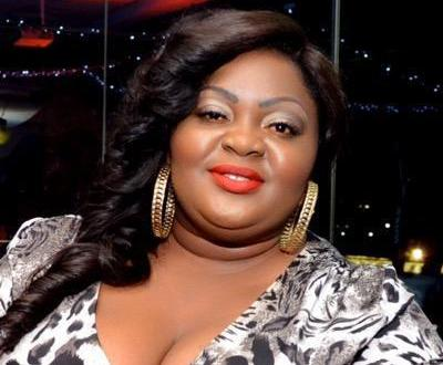 Actress, Eniola Badmus 'Carpets' A Curious Fan Who Asked If She's depressed