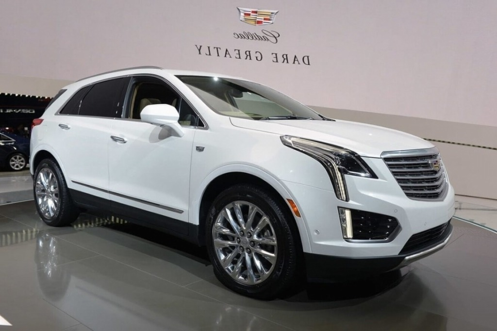 2019 Cadillac XT7 Spy Photos