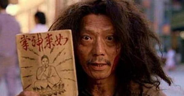 """記得電影""""功夫""""裡賣如來神掌秘笈的乞丐嗎?他現實中的來頭竟這麼驚人!"""