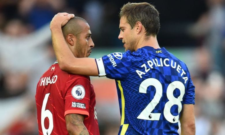 Ten-man Chelsea held on for a 1-1 draw at Liverpool