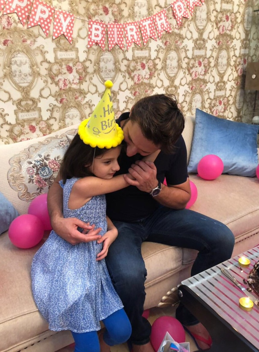shahid afridi with daughters