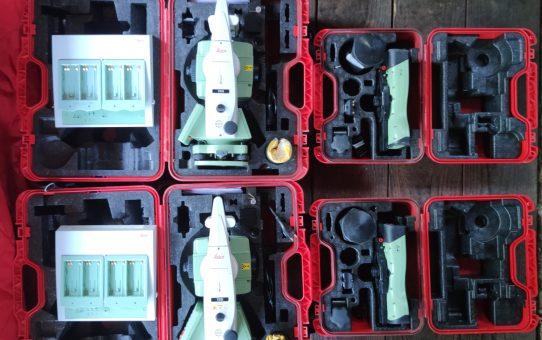"""Station totale robotisée Leica TS15 3"""" R400 + CS15."""