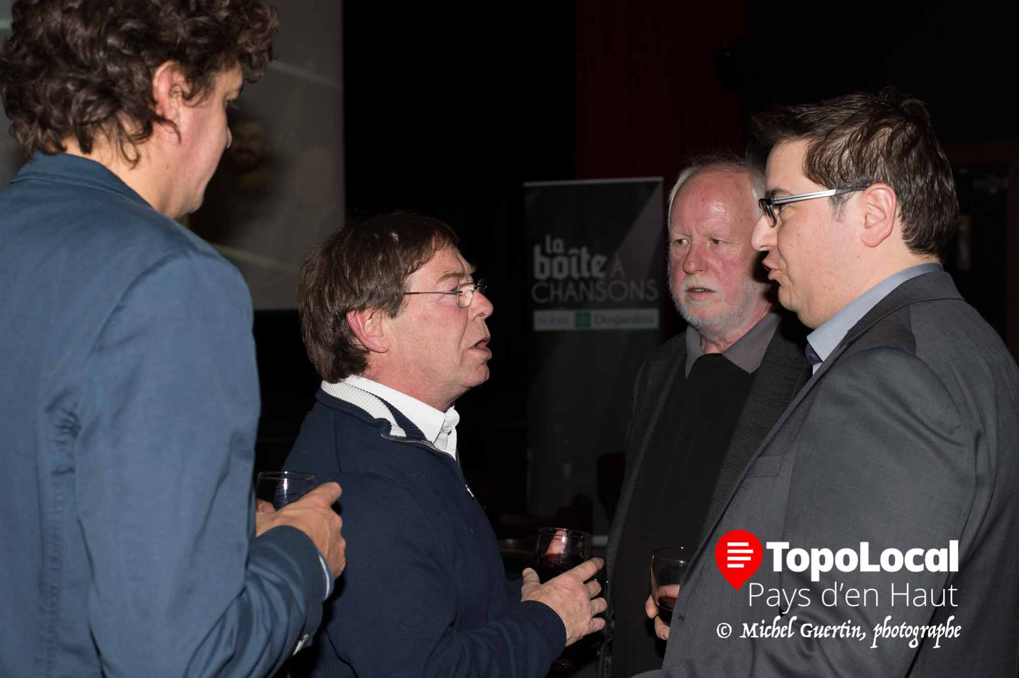 Jérôme Charlebois, Christian Fournier et Paul Legault discutaient des derniers préparatifs avant le lancemenr officiel de la saison du Patriote avec le directeur général Alexandre Gélinas.