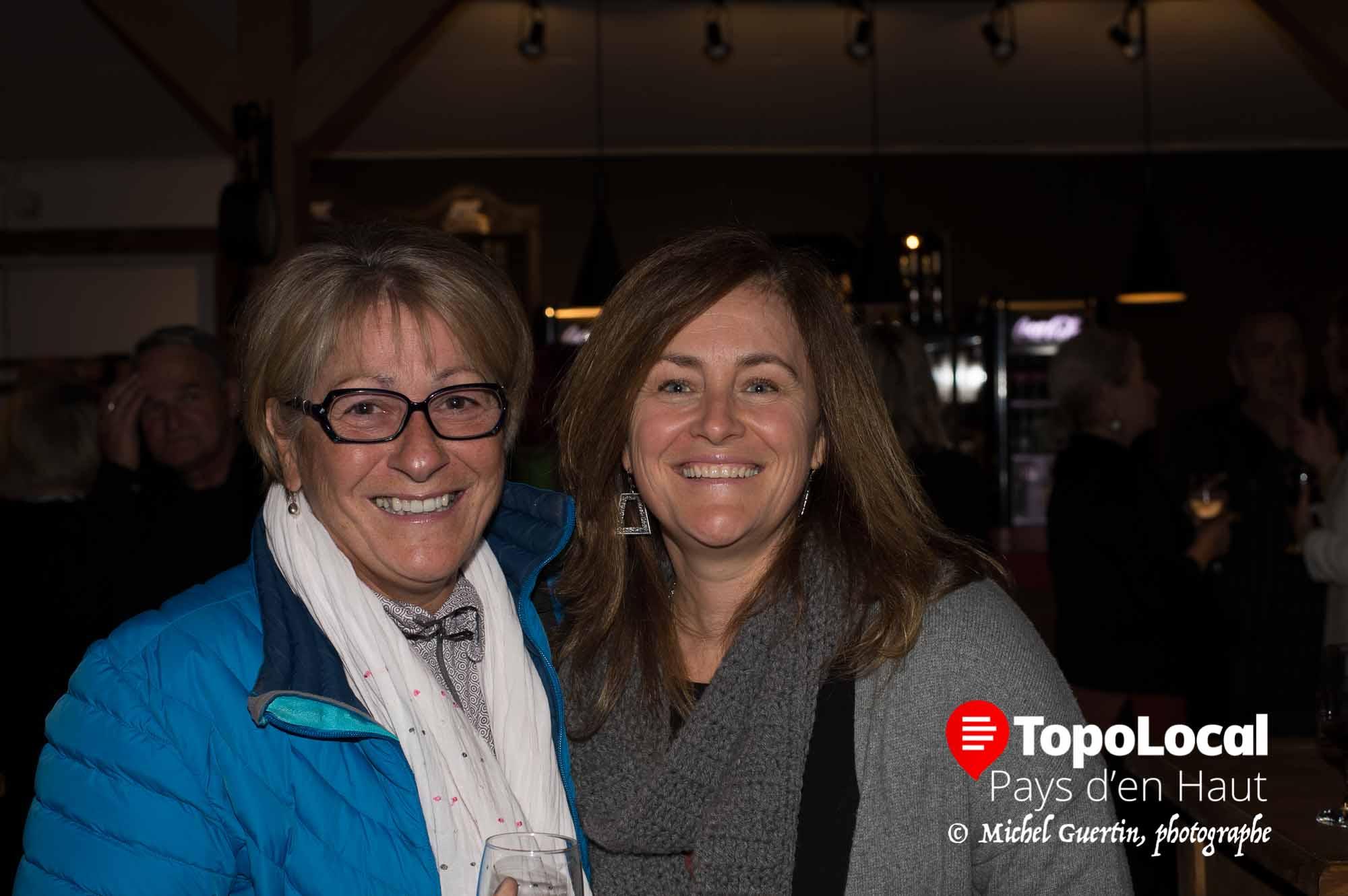 Christine Jauron bénévole au Patriote était contente de discuter culture avec Brigitte Foisy de la Ville de Sainte-Agathe-des-Monts.