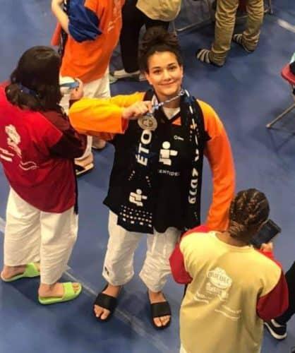 Maya Sahraoui et sa médaille.