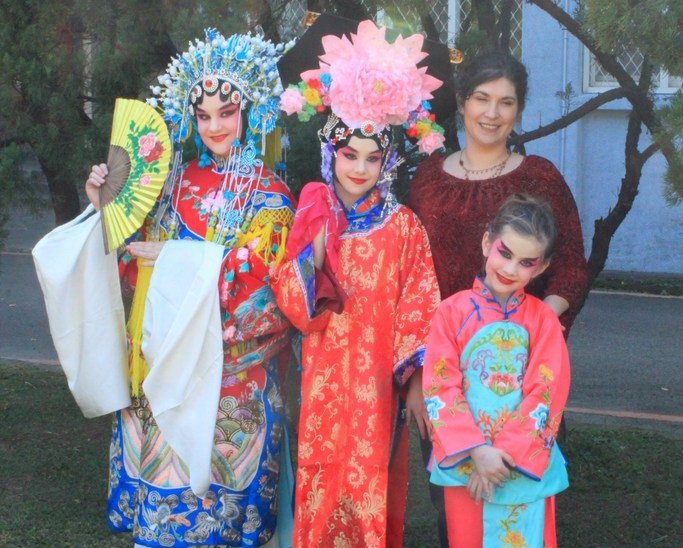 Beijing Opera Makeup Session – A Novel Taiwanese Cultural Experience