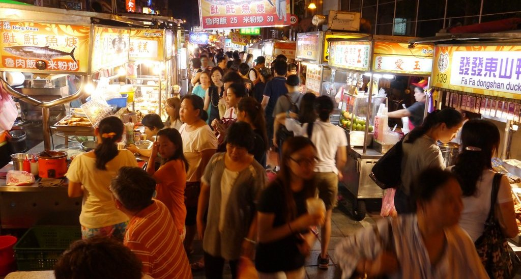 Aromas of the Night Market – How to Lead Traveler Who Has Eye Problem to Enjoy the Night Market?