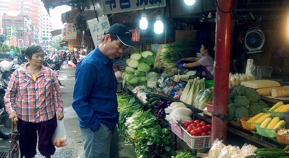 市場的菜販是我最常見面的家人──傳統市場的客人