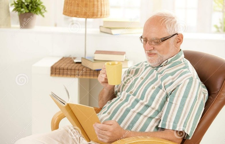 Гарольд читает книгу