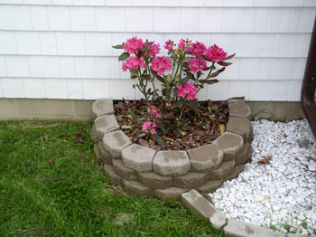 How to Build a Raised Bed with Retaining Wall Bricks