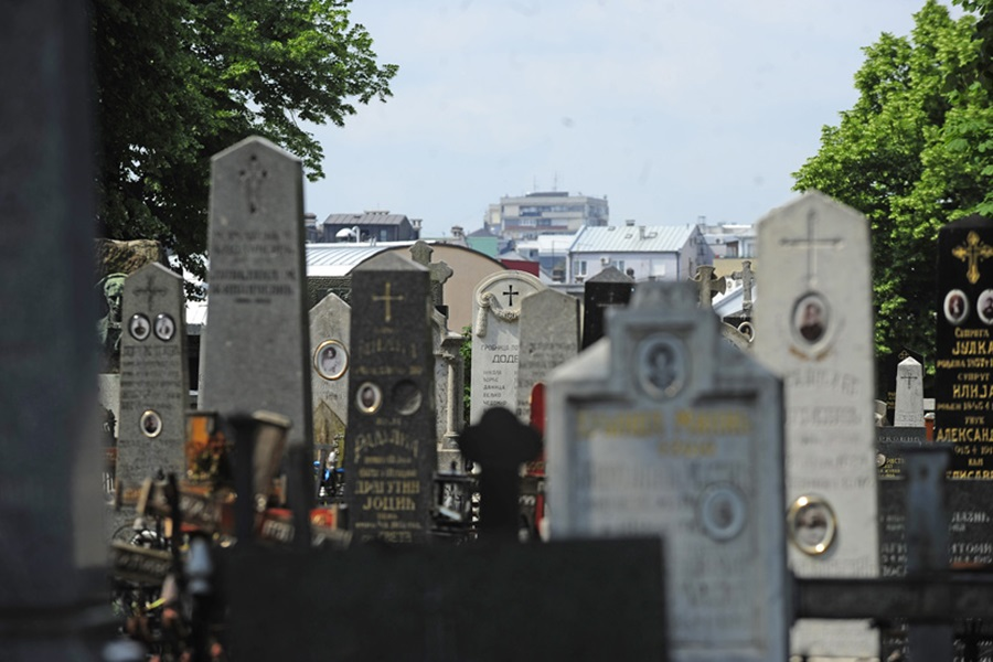 Накнада погребних услуга 37.469 динара