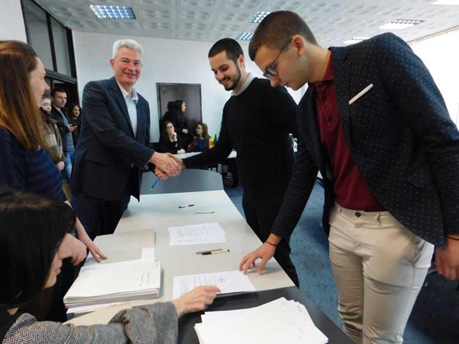 Потписани уговори о стипендирању