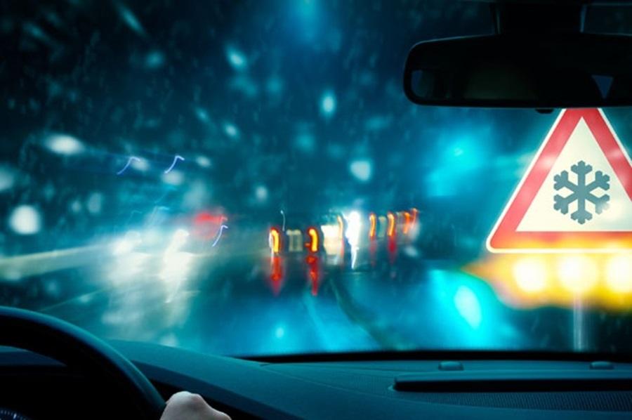УПОЗОРЕЊЕ ЗА ВОЗАЧЕ: Зимски услови вожње, могућа поледица