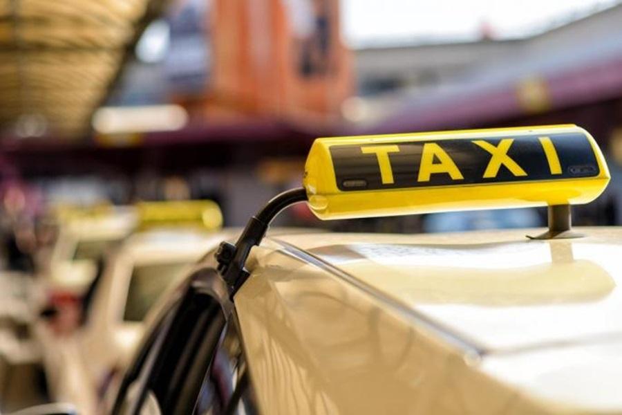Кривичне пријаве таксистима који су без дозволе возили по цени аутобуске карте, пријава и за два мушкарца из Тополе