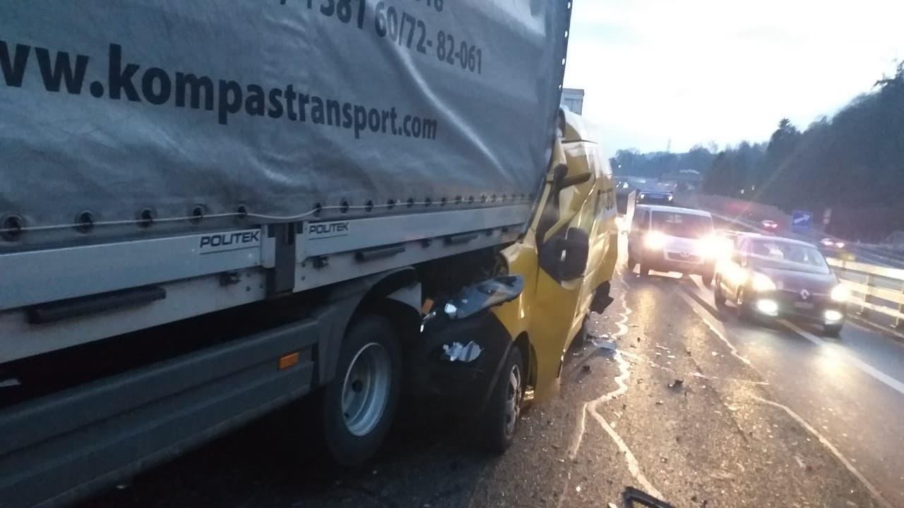 Возач камиона из Тополе прошао без повреда, његов камион учествовао у тешком ланчаном удесу у Швајцарској