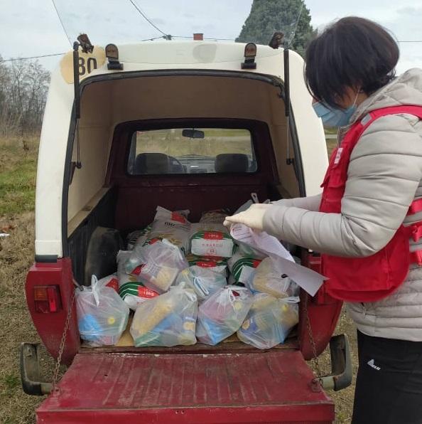 Црвени крст Топола спровео акцију расподеле ланч пакета за 350 најугроженијих грађана