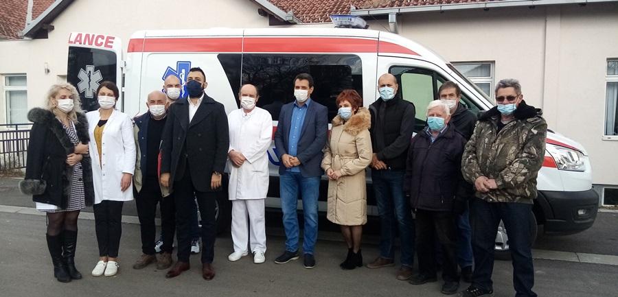 После десет година Дом здравља у Тополи богатији за ново санитетско возило, вредности преко четири милиона динара