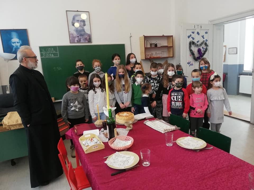 Свети Сава обележен у школама уз измењен програм