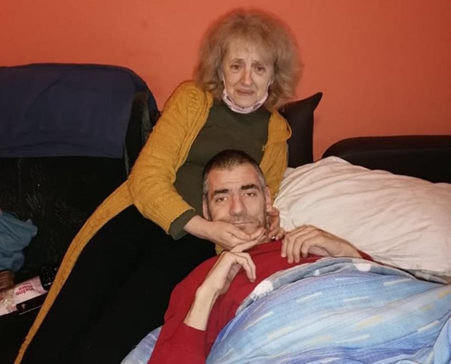 Тужна судбина породице Чолић: Самохрана мајка с тешком муком брине о болесном сину, док је кћерка потпуно слепа
