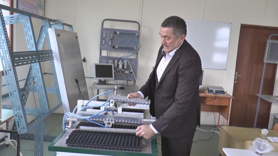 Патент професора и студената мехатронике у Чачку замениће на стотине радника и уштедети време у повртарству (ВИДЕО)