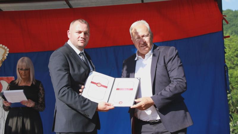Награда у Ивањици додељена и новинару Гвоздену Николићу: Покренуо хуманитарне акције и захваљујући њему људи добили кров над главом
