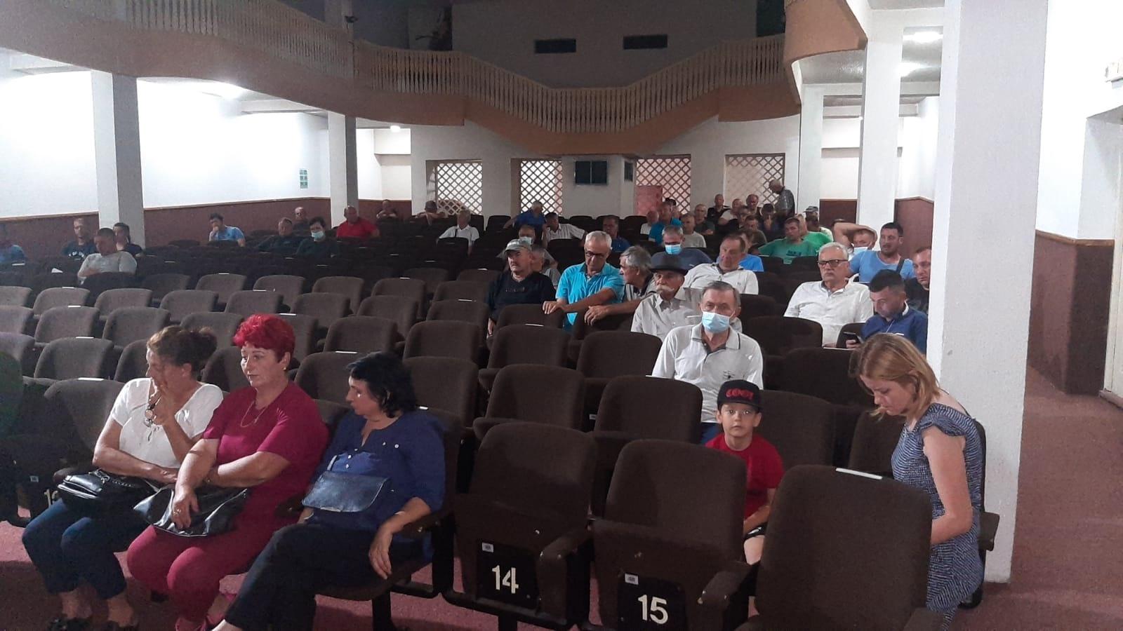 Преко 130 пољопривредника потписало уговоре у првом кругу за субвенције