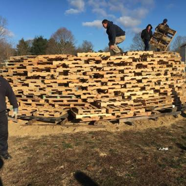 Holiday Walk Annual Bonfire Rescheduled for Tonight