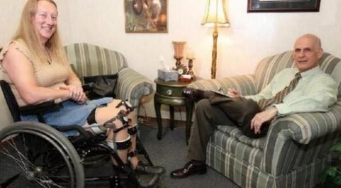 Cette femme en pleine forme veut se faire opérer pour devenir handicapée parce que c'est son plus grand rêve