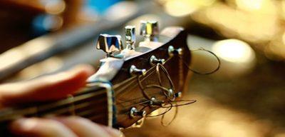 tune a guitar