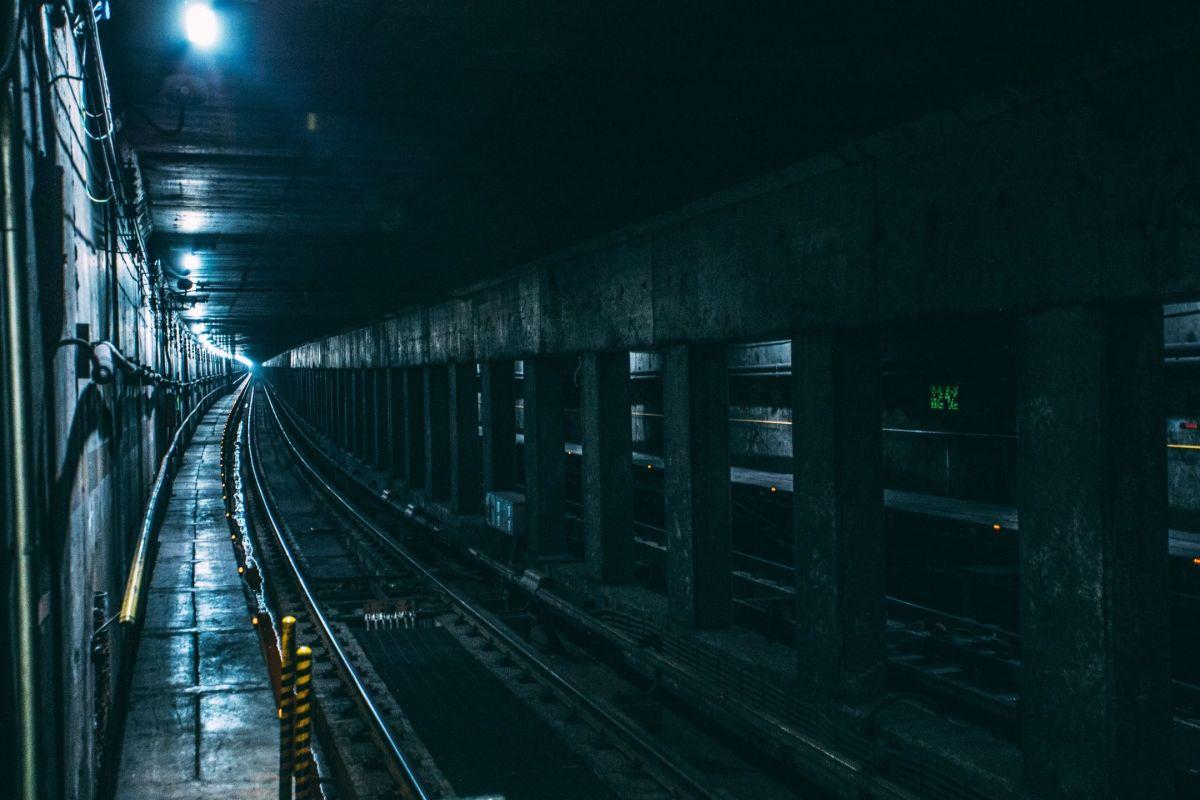 Darkmlite subway train tracks