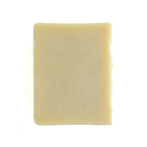 sabonete de limão em fundo branco