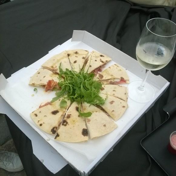 Piadine Parma (Tomate, Mozzarella, Origan, Roquette, Prosciuto)