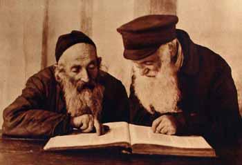 עוסקים בתלמוד תורה (פינסק 1924, תמונה באדיבות ייחוס: The Archives of the YIVO Institute for Jewish Research, New York)