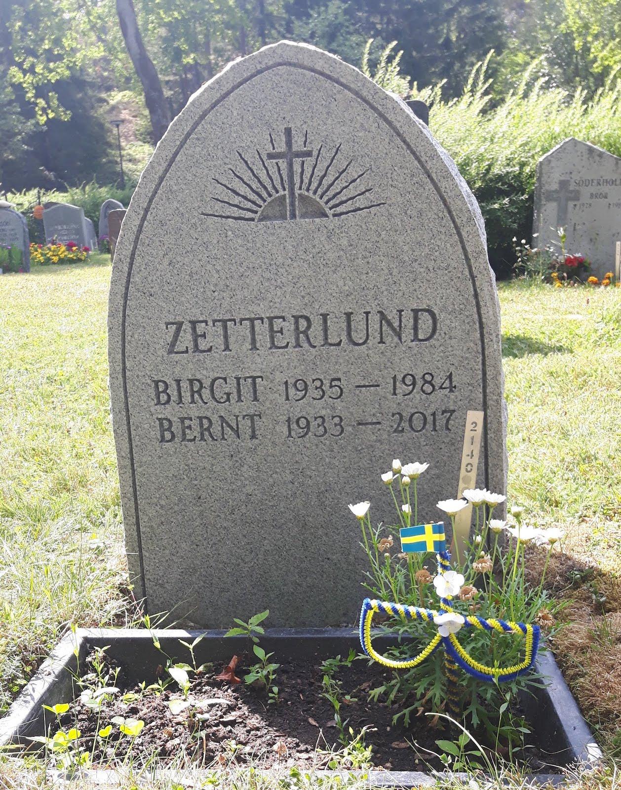 My Parent grave Vasterhaninge Sweden 20180722_145401