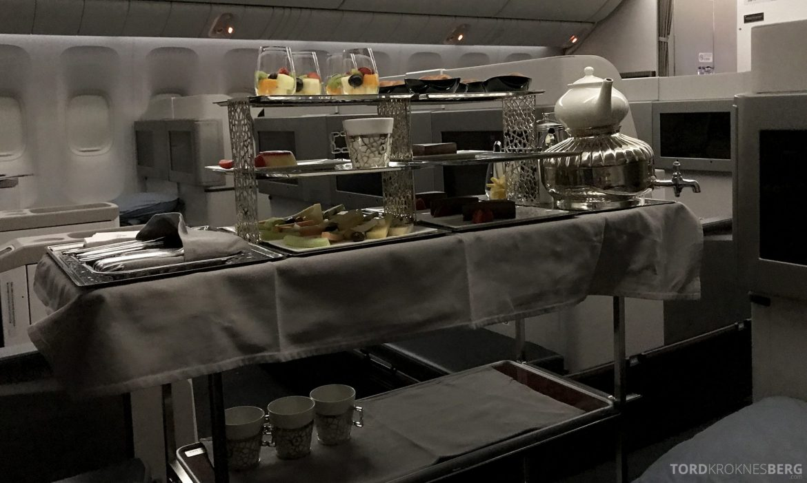 Turkish Airlines Business Class Istanbul Jakarta desserttralle