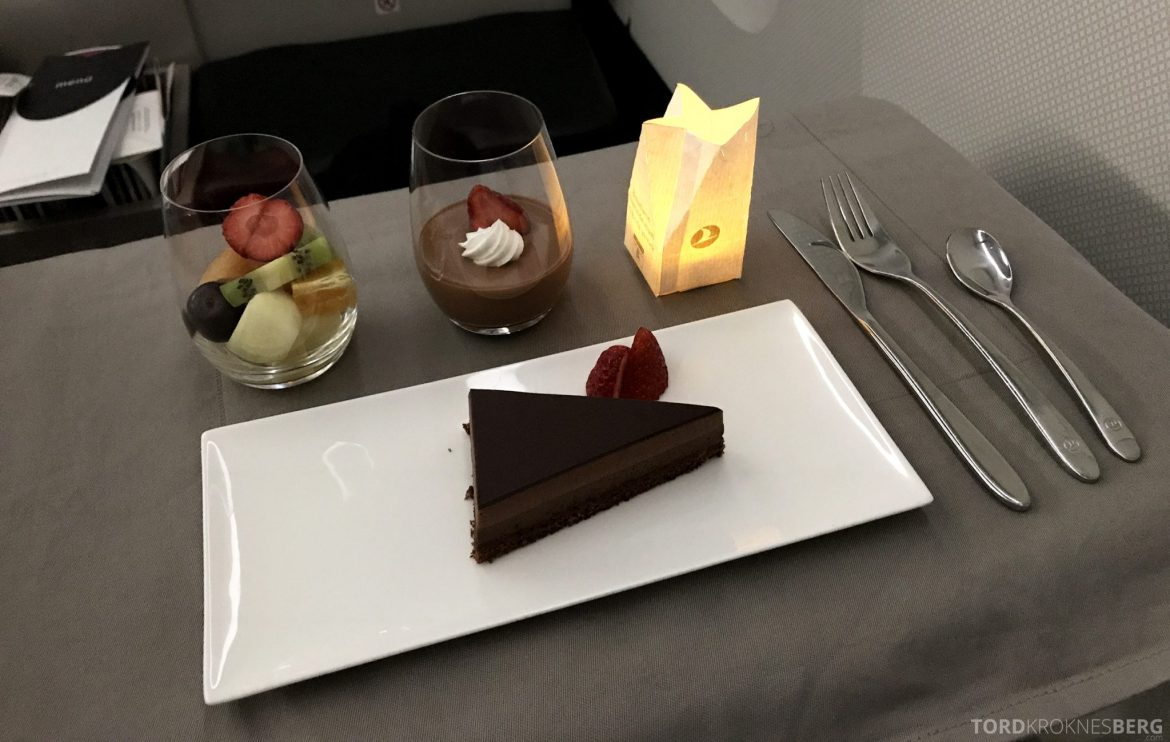 Turkish Airlines Business Class Istanbul Jakarta dessert