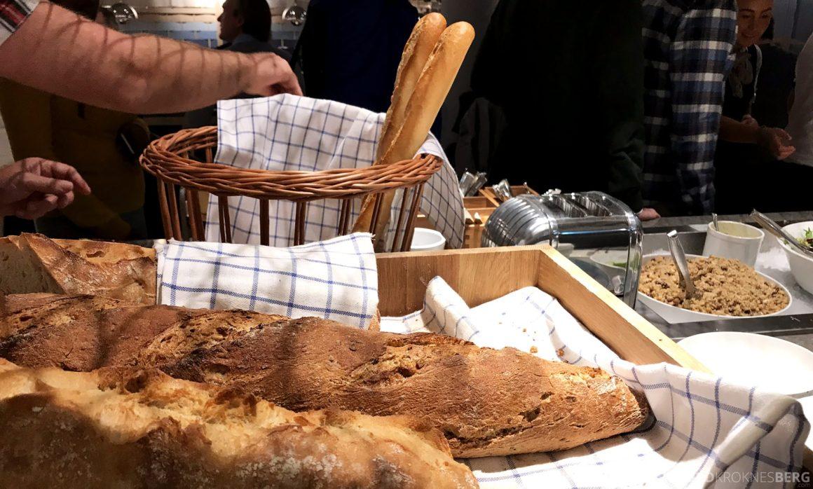 SAS Lounge Oslo Innland buffet brød