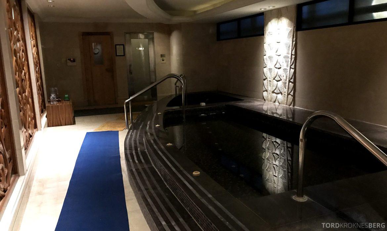 Ritz-Carlton Jakarta varmt og kaldt basseng