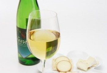 White-wine-drinkers-pour-themselves-bigger-measures