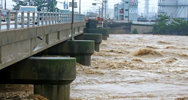 豪雨災害 土石流 濁流 大雨 決壊氾濫