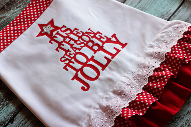 Easy Holiday Apron | Lil' Mrs. Tori