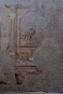 «Così, procedendo con estrema cautela, abbiamo rimosso un'ampia porzione di intonaco fittizio – aggiunge la Giani -. Ci siamo trovati di fronte alla figura di San Bernardino da Siena, affresco che abbiamo datato attorno alla seconda metà del Quattrocento, periodo in cui il santo era molto venerato anche in queste zone. È ancora presto per tentare un'attribuzione, ma probabilmente è stato dipinto da pittori già attivi nell'area».