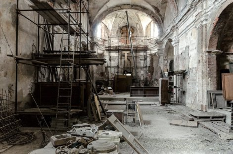 ...e all'inizio degli interventi di restauro.