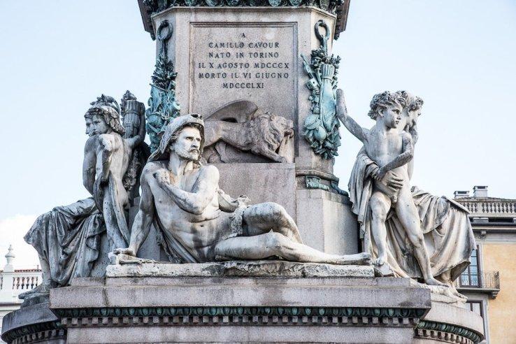 Piazza Carlina rappresenta il fallimento di un'ambizione troppo alta, lo scontro tra realtà e capriccio personale del leader, scontro che, come sempre, viene vinto dalla realtà.