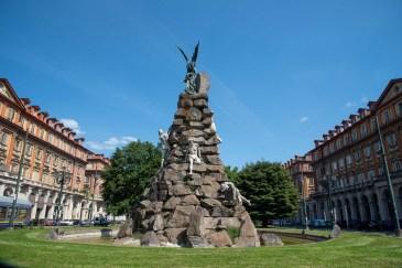 Piazza Statuto con il Monumento al Traforo del Frèjus