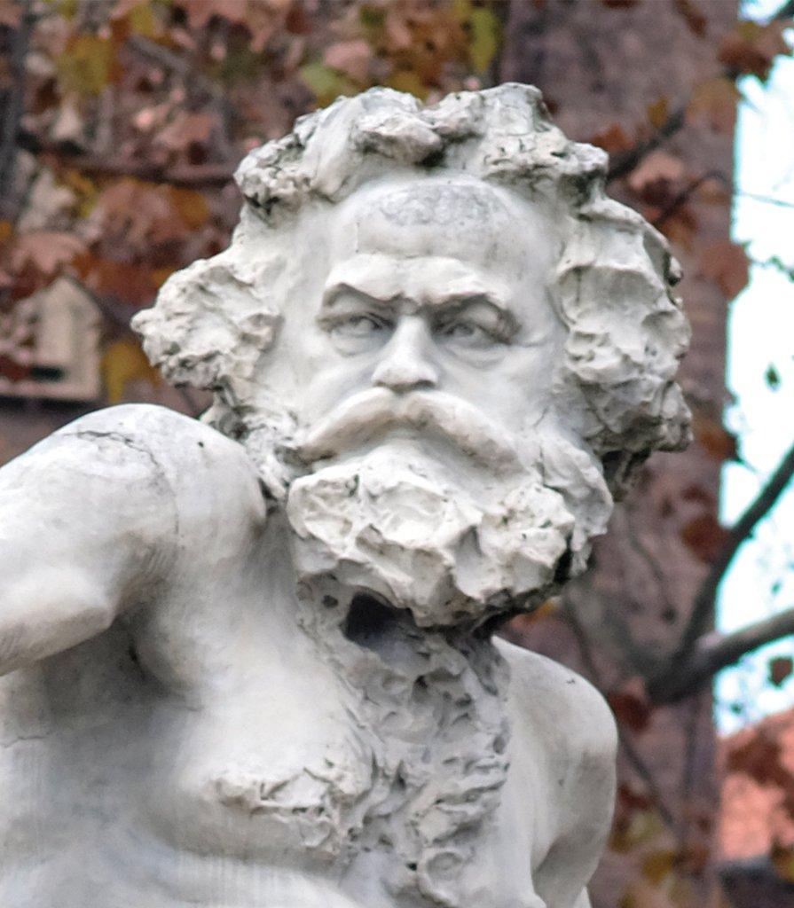 Fontana dei Dodici Mesi, Statua del Po, volto