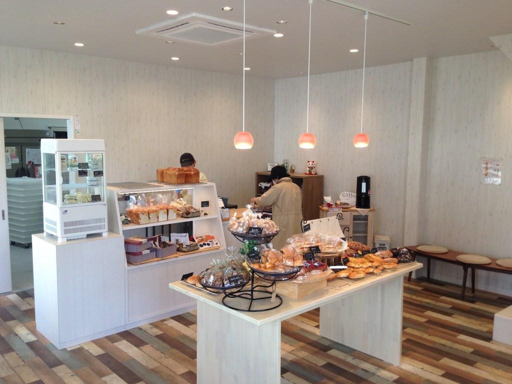 猫カフェならぬ、猫パン屋!?松江のイギーズショップで癒された