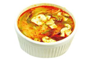 ▲Tom Yum Soup アジアを代表するスープの一つ、トムヤムクン。辛さと酸っぱさが合わさった独特のスープにマッシュルームやシーフードなどが入っている。見た目ほど辛くはなく、独特の酸っぱさとパクチーが病みつきになる美味しさ。具だくさんに入っている食材のバランスもいいのでこれ一杯で相当な栄養が取れるのもありがたい。 Evergreen Thai Restaurant + Sushi Bar 175 Dundas St. W / 416-581-8668  evergreenthai.com