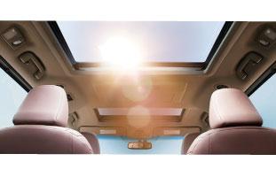 質感高い車内空間は長旅の疲れも感じさせないほどの贅沢さを演出